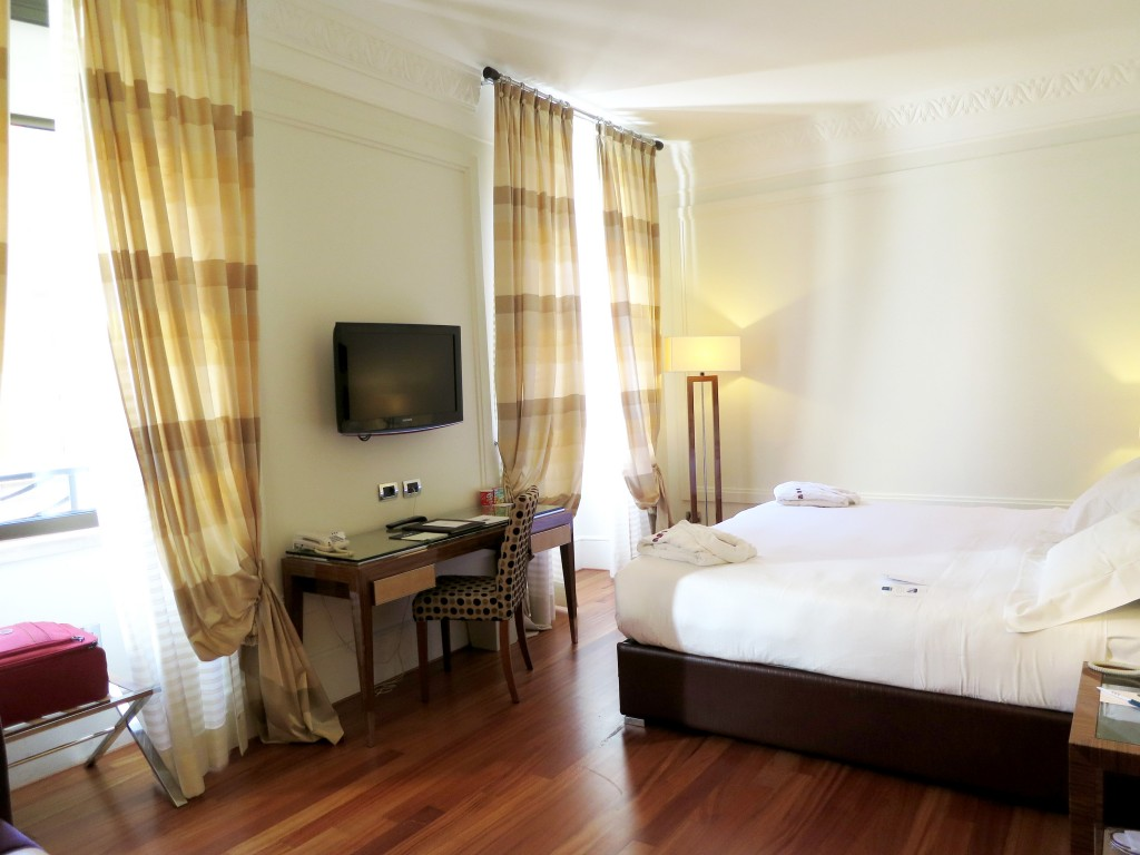 UNA Rome hotels bedroom