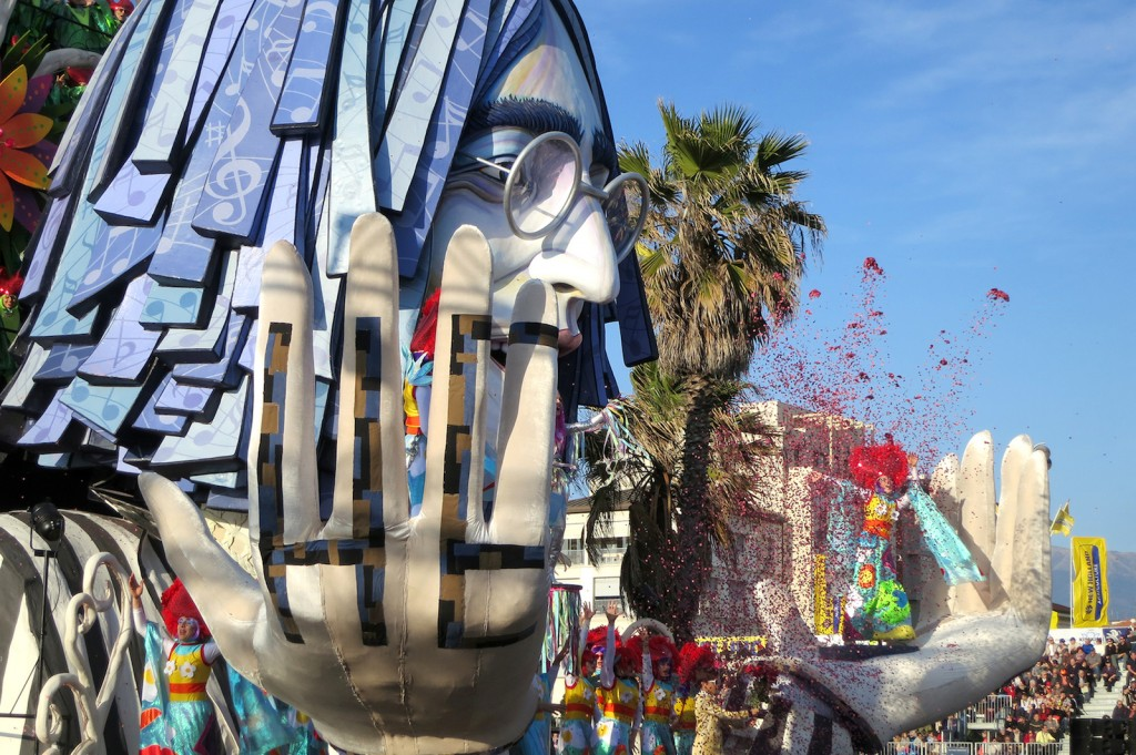 John Lennon in Viareggio Carnevale
