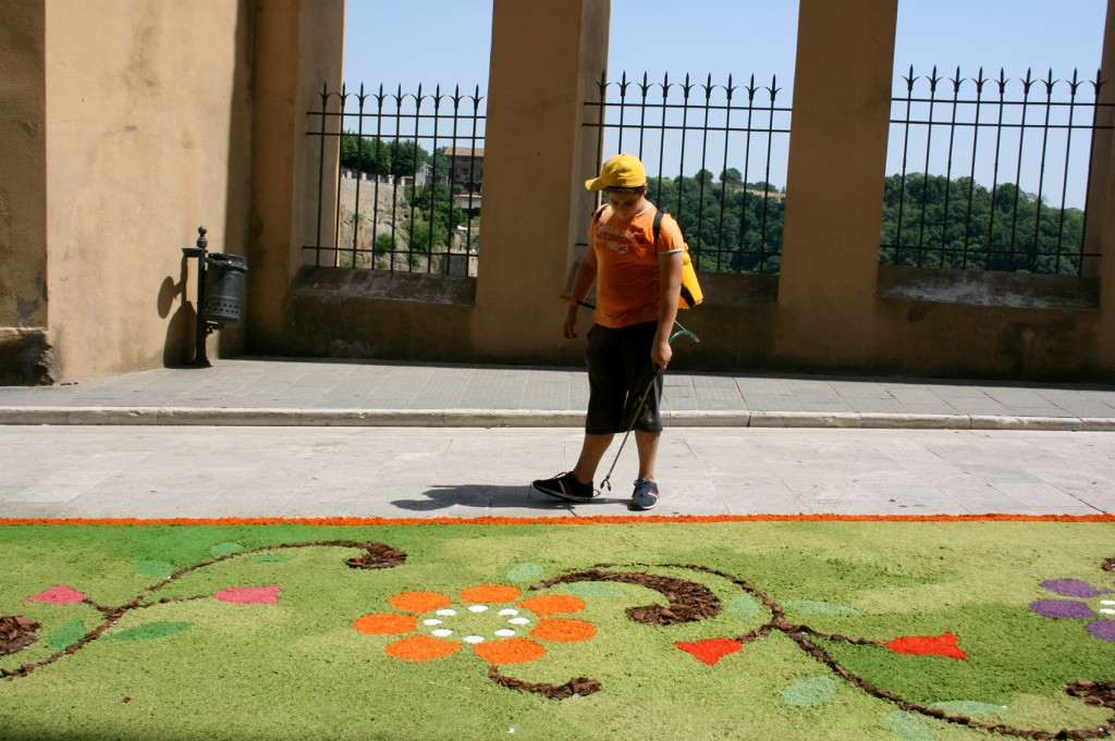 Volunteers at Infiorata Pitigliano