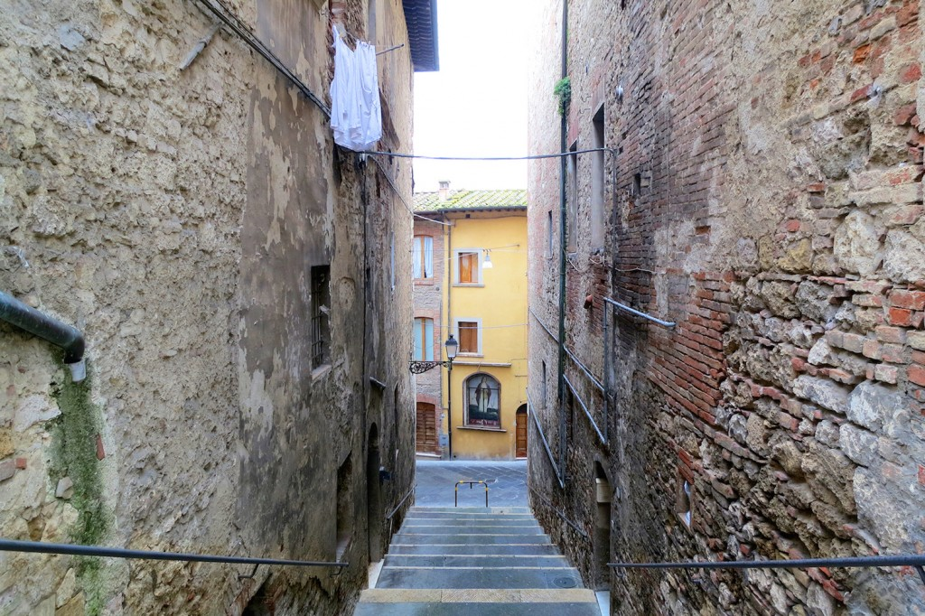 Streets of Colle Val d'Elsa, Tuscnay